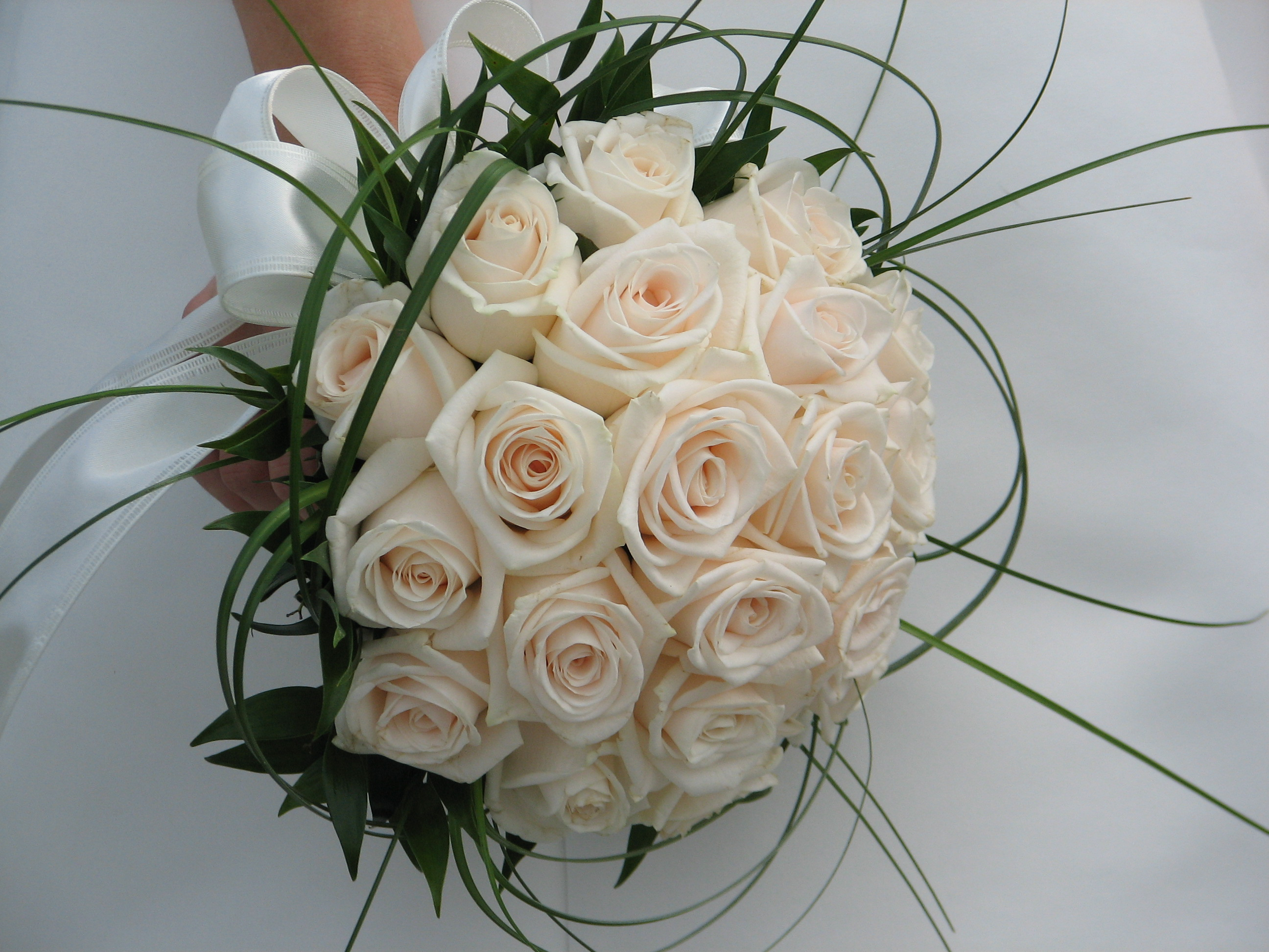 Outstanding Wedding Flower Bouquets Roses 2592 x 1944 · 1071 kB · jpeg